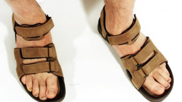 how-to-take-care-of-your-mans-scary-and-scratchy-feettoenails-a-pedicure-tutorial