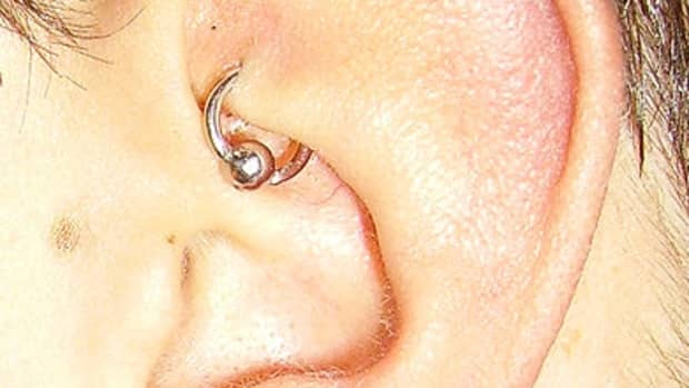 infected-rook-piercing-symptoms-treating-with-salt-and-h2ocean-aftercare-spray