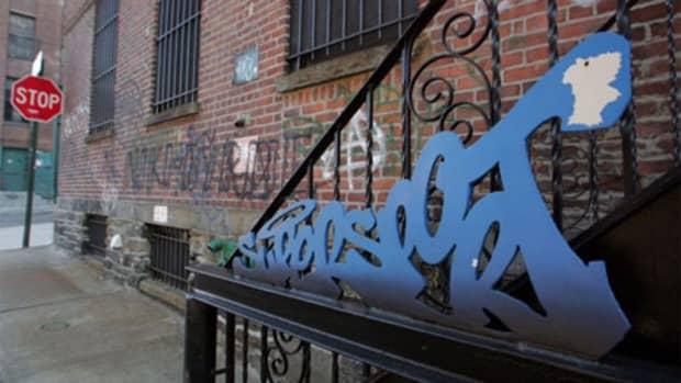 lock-on-street-art