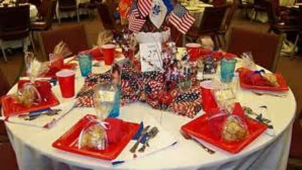 the-perfect-holiday-party-table