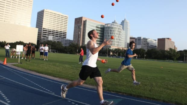running-track-events-while-juggling-the-sport-of-joggling