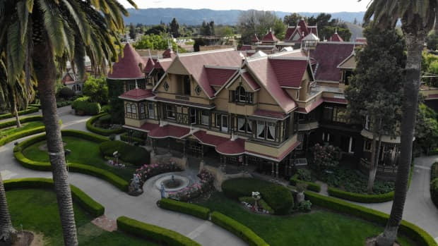 the-winchester-mystery-house-a-short-history-of-the-mysterious-mega-mansion