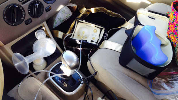 pumping-in-the-car-checklist-for-pumping-moms-on-the-go