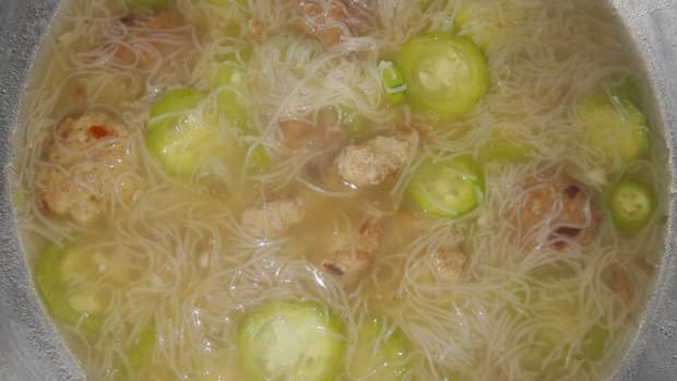 philippine-misua-and-patola-soup-with-meatballs