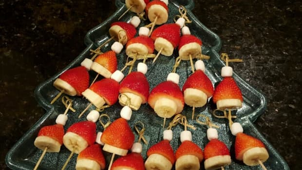 easy-and-quick-fruit-santa-hats-dessert-for-christmas