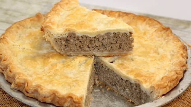 exploring-tourtieres-canadian-meat-pies