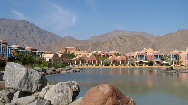 the-change-of-taba-from-a-small-egyptian-bedouin-village-to-a-world-tourist-city