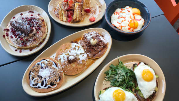 a-review-of-snooze-and-am-eatery