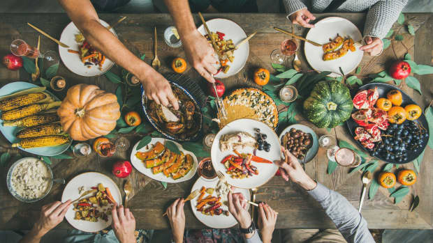how-to-enjoy-a-vegetarian-thanksgiving-dinner-with-a-carnivore-family