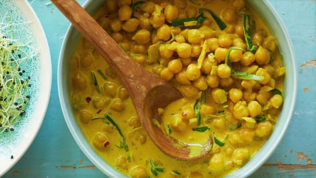 yellow-chickpea-curry