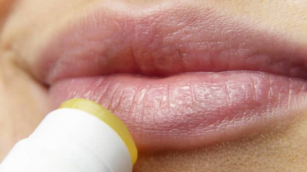 chapstick-everything-you-need-to-know-from-chapstick-ingredients-to-pros-and-cons