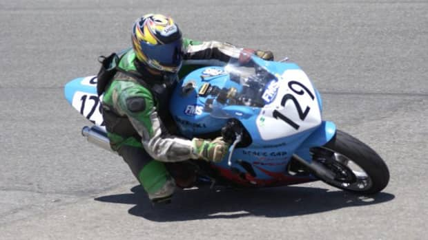 sportbikes-how-and-why-to-drag-a-knee