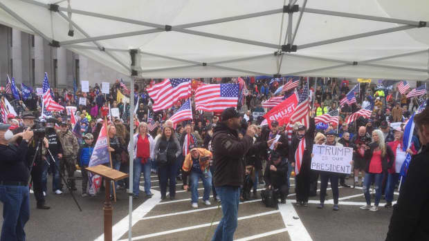 ominous-signs-of-the-decline-of-america-with-the-latest-occupation-of-capitol-hill-by-demonstrators
