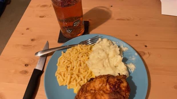 a-taste-of-disney-olivias-cafe-buttermilk-fried-chicken