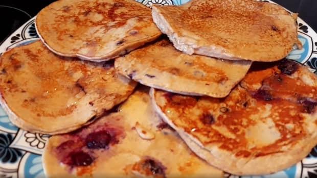 banana-blueberry-protein-pancakes