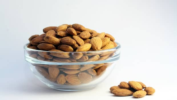 almond-oil-for-strong-beautiful-hair