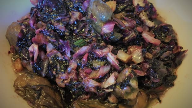 how-to-make-a-deliciously-cooked-salad-using-canned-oysters-and-fresh-radicchio