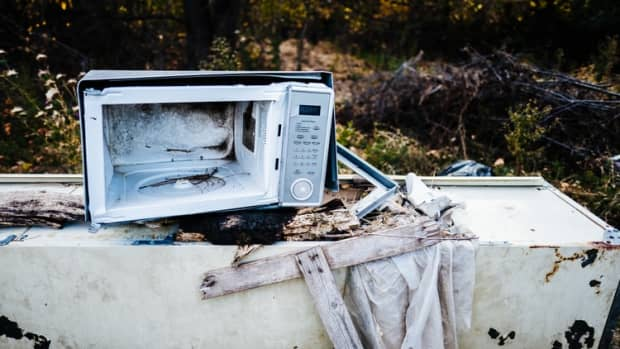 the-throwaway-culture-meets-repair-cafs