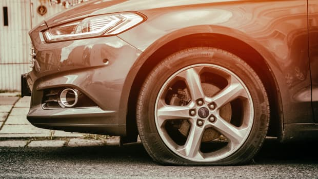how-to-change-a-flat-tire-10-simple-steps