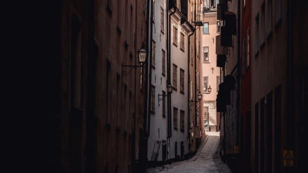 in-the-dark-alley