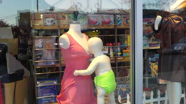 Breastfeeding is a beautiful thing, even if you're a pair of dummies when you first begin.  Photo Credit: http://www.flickr.com/photos/gusilu/403138047/ under Creative Commons Attribution License