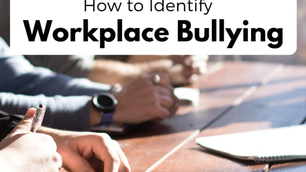 10-signals-the-boss-is-bullying-you