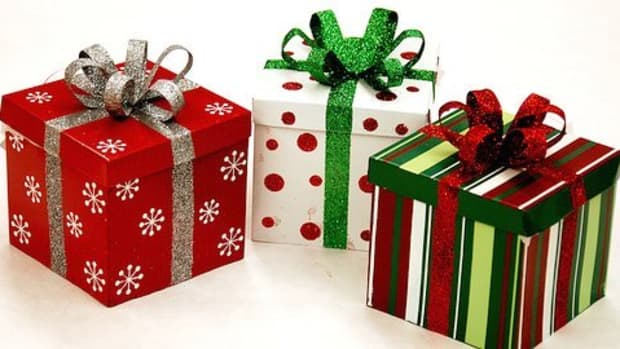 Beautifully wrapped gifts from creditcrunchsurvivalguide.co.uk