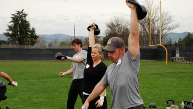 burn-20-calories-per-minute-with-the-kettlebell-snatch