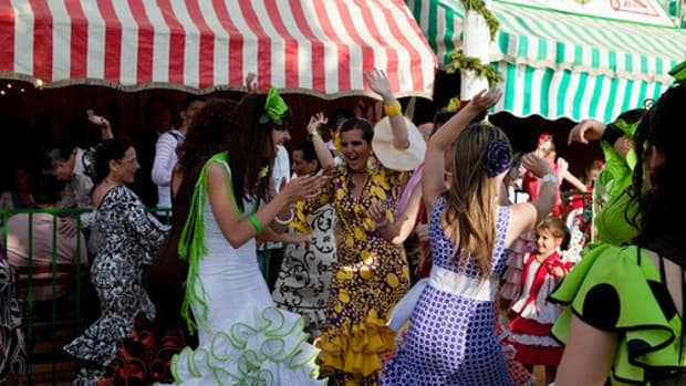 Sevillanas at a feria gets crowded!