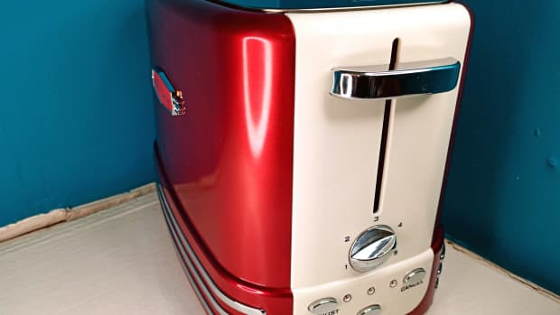 review-of-the-nostalgia-retro-2-slice-toaster