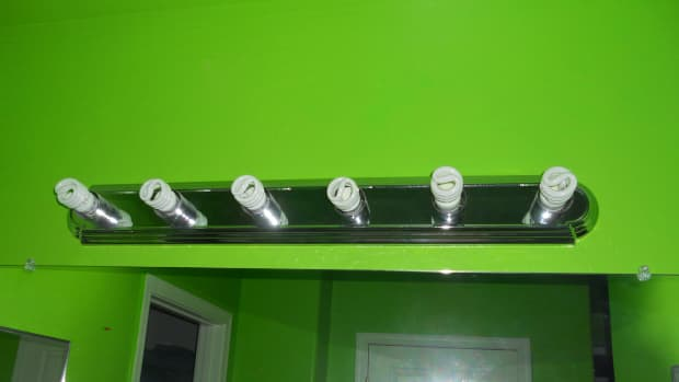 how-does-a-regular-incandescent-bulb-compare-to-a-compact-fluorescent-one