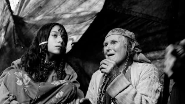 ROMANIAN GYPSY WOMEN