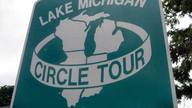 LAKE MICHIGAN CIRCLE TOUR SIGN