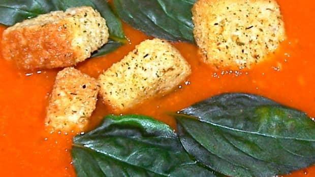 homemade-tomato-and-basil-pesto-soup-with-crispy-croutons