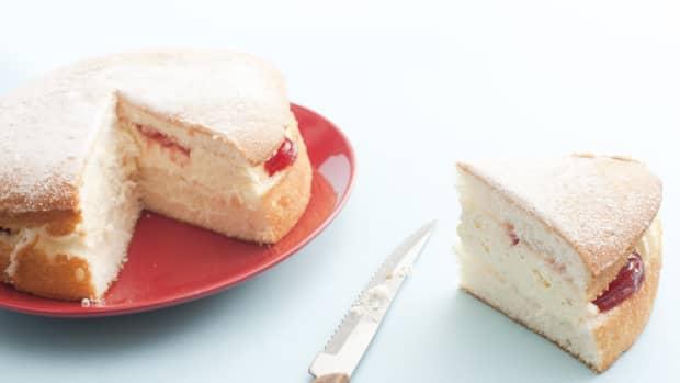 easy-victoria-sandwich-cake-recipe