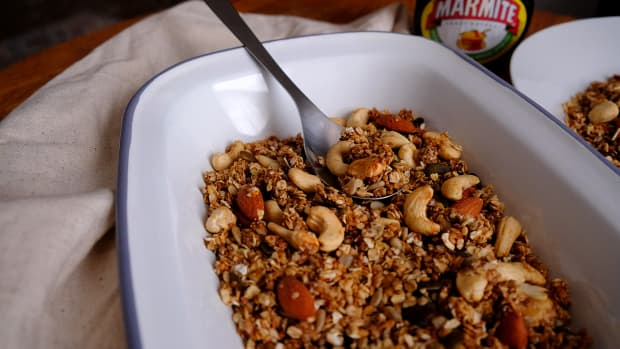 vegan-marmite-granola-recipe