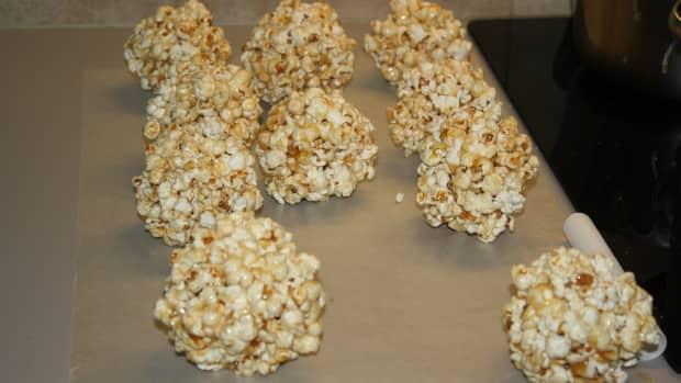 a-halloween-classic-popcorn-balls