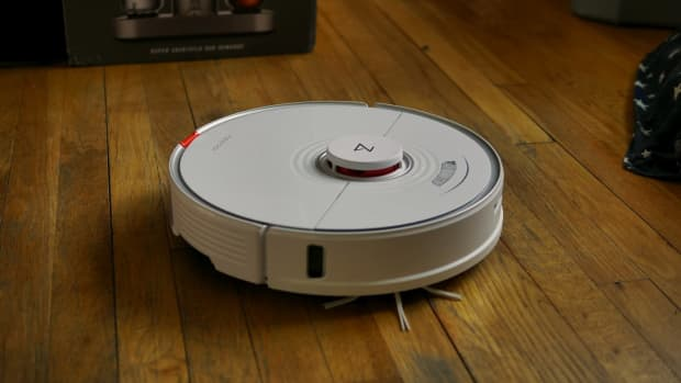 this-robot-cleaner-vacuums-and-mops-your-floors