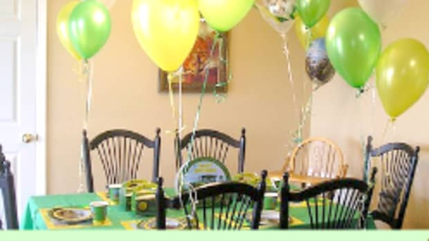 tractor-party-supplies-and-ideas