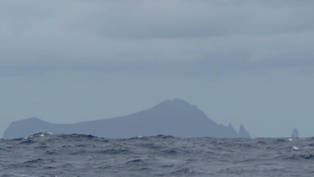 tongan-teens-marooned-on-a-pacific-island