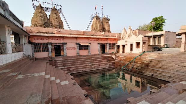 bindu-sarovar-the-sacred-lake-in-siddhpur-gujarat-india