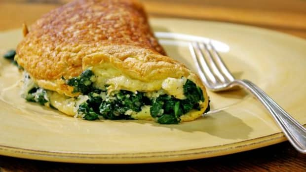 a-quick-healthy-and-delicious-spinach-cheese-omelette-recipe
