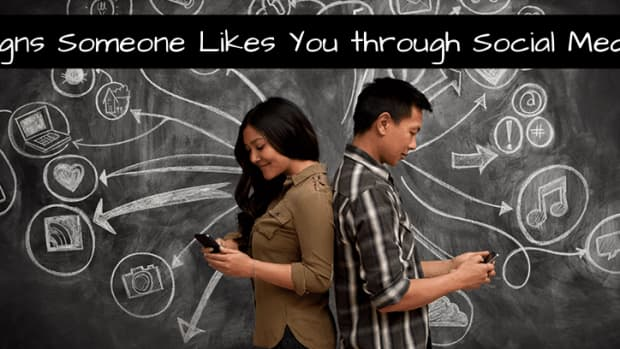 signs-someone-likes-you-through-social-media-messaging