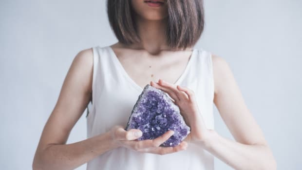 top-5-benefits-of-crystal-meditation