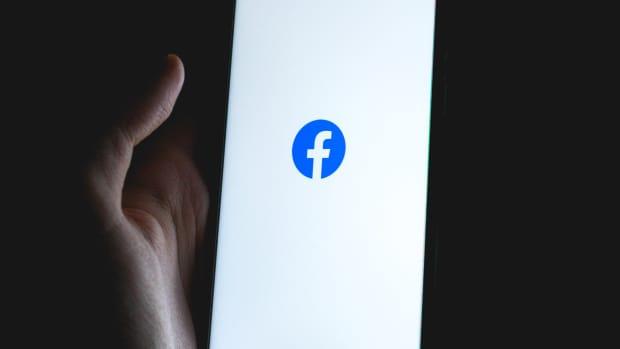 turn-on-activate-facebook-dark-mode