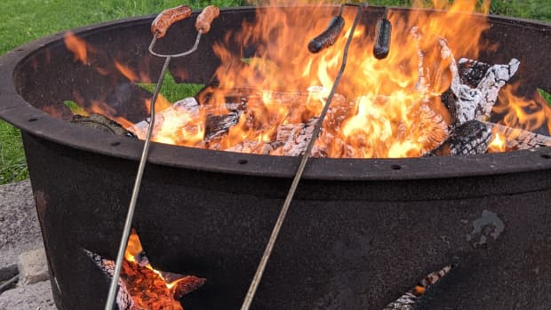 campfires-stick-cooking-dogs-and-smores