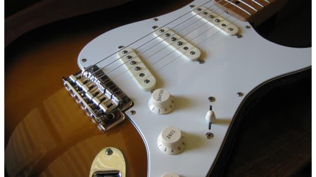 les-paul-vs-stratocaster-guitar-review-2