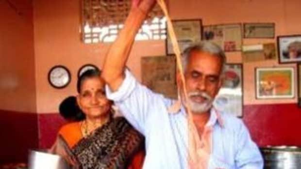 the-incredible-travel-story-of-a-poor-wayside-tea-seller-in-kerala