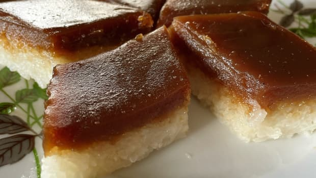 how-to-make-malay-traditional-steamed-glutinious-rice-with-palm-sugar-custard-kuih-seri-muka