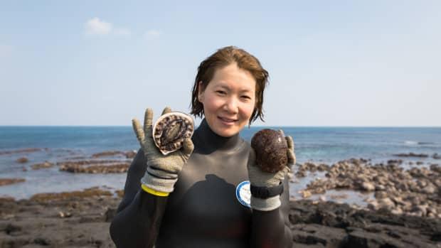 the-fascinating-women-of-jeju-island